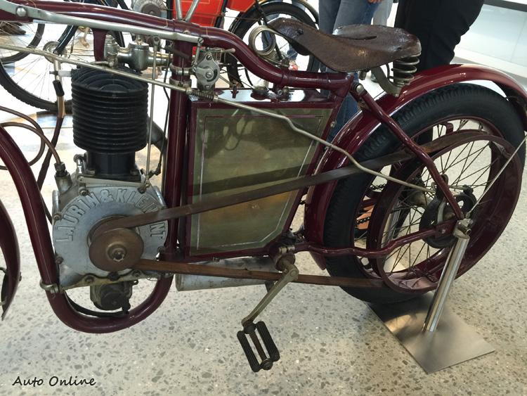 早期的產品是機械動力腳踏車,當時以Laurin&Klement作為品牌,在東歐地區享有盛名。