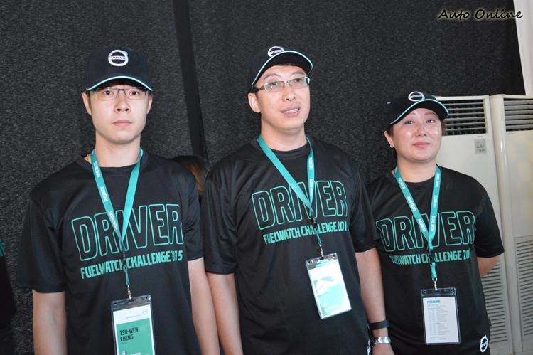 台灣的鄭祖文(右)與中國的兩位選手:宗健與劉诘。