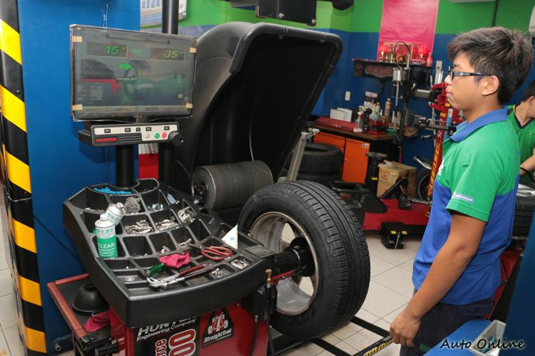 更換輪胎後的輪胎平衡不可少,攸關車輛高速行駛時會不會抖動。