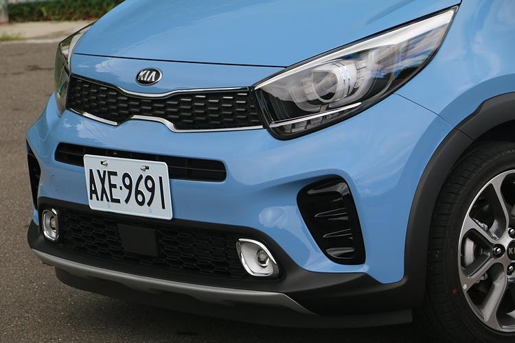 外觀擁有濃厚的歐洲風格,車頭採用的是不同於掀背款的設計。