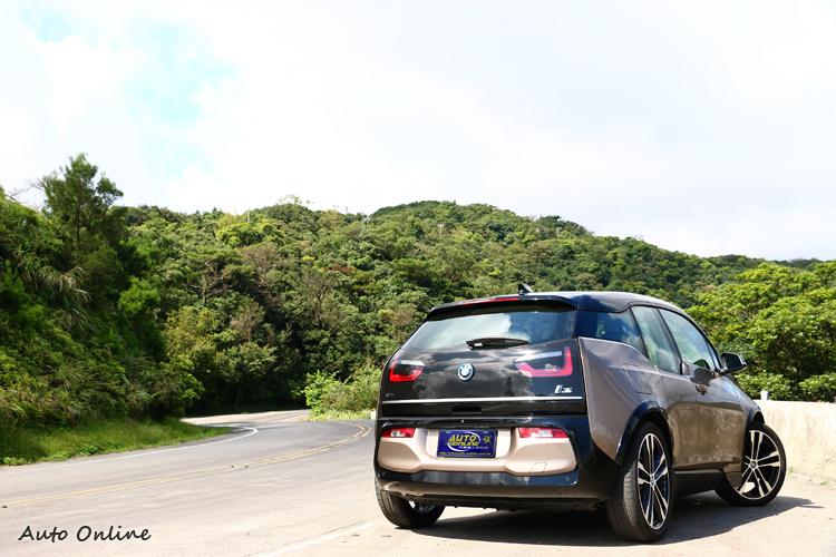 進化後的BMW i3/i3s升級了續航能力,平均純電行駛里程達到280公里左右,因此取消增程版本i3。