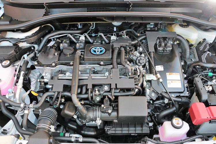 動力部分提供汽油車型與油電混合動力,是同級對手中唯一有油電車型可選擇的中小型休旅車。