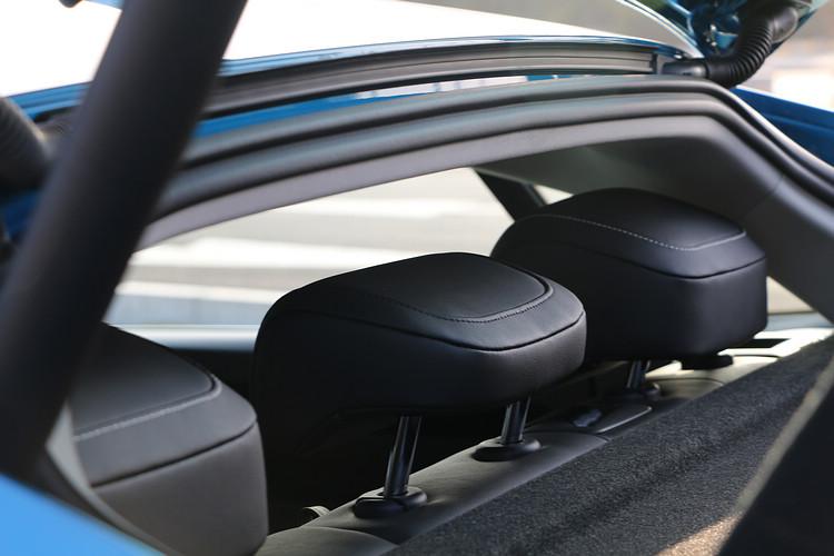 相對於Shooting Brake車型,Fastback車型的後座乘客頭部空間會比較緊迫。