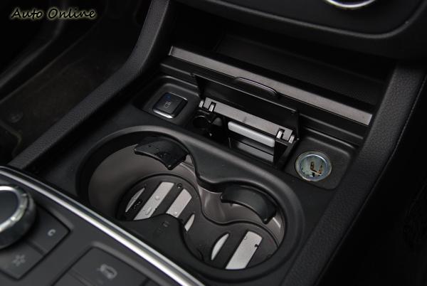 ML前座置杯架貼心的保溫及保冷功能,給使用著一個方便。