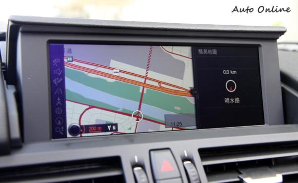 BMW原廠中文衛星導航非常準確,車輛熄火螢幕會自動收折。
