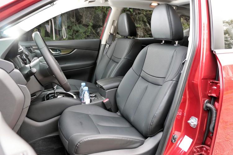 坐進車內第一時間感受到Nissan最自豪的「3D超體感紓壓皮椅」。