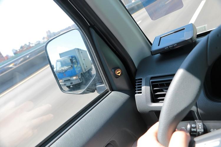 小貨車也可以選配盲區偵測警示系統。