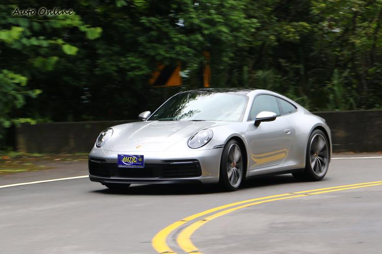 911 Carrera 4S安定穩定的特質,不需要高超的技術就能享受它的樂趣。