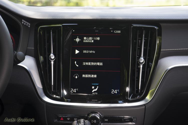 中控台配置9吋觸控影音資訊整合螢幕。