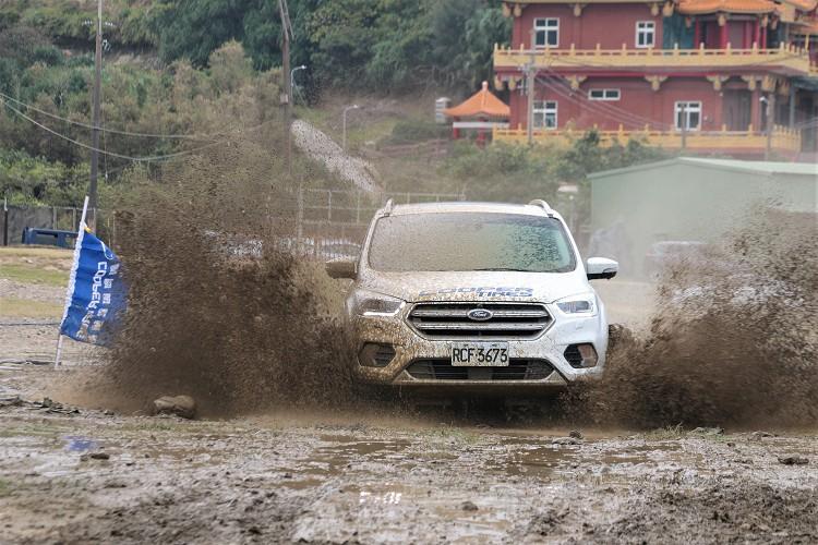 測試時裝載在Ford Kuga車型上,與先前Discoverer AT3 4S™有類似的效能,但是卻沒有那麼硬派,特殊設計的花紋、結構與配方,隨時準備好在Off Road的挑戰。