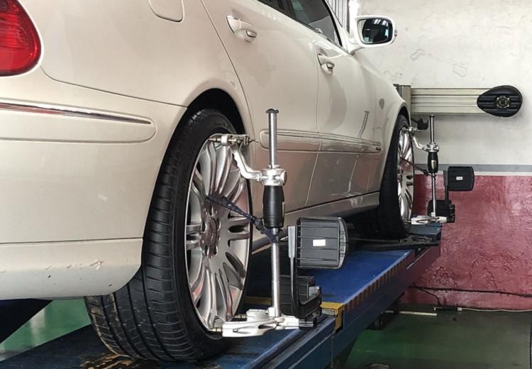 四輪定位關乎輪胎動態及平衡,可降低其他干擾輪胎體驗的因素,一定要讓專業的來,有作有保庇。
