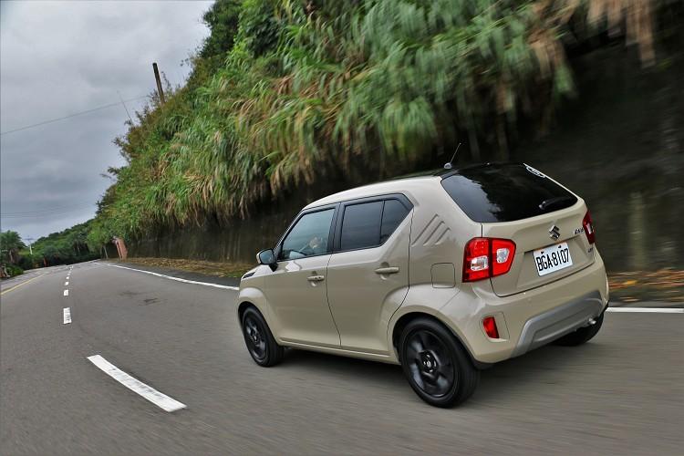 日本原裝進口的Suzuki Ignis在台灣上市便得到年輕族群喜愛,可愛的外觀加上輕巧的車身尺寸,算是跟得上潮流腳步。
