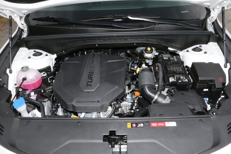 2.2L CDRi柴油共軌直噴引擎表現依舊稱職,而且運轉品質相當不錯。