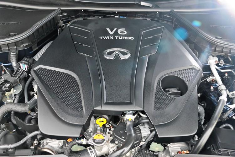3.0升雙渦輪增壓V6引擎,是VR引擎家族中重量最輕、效率最高的V6引擎,放在Q50 300GT上面,最大馬力調降至300匹。