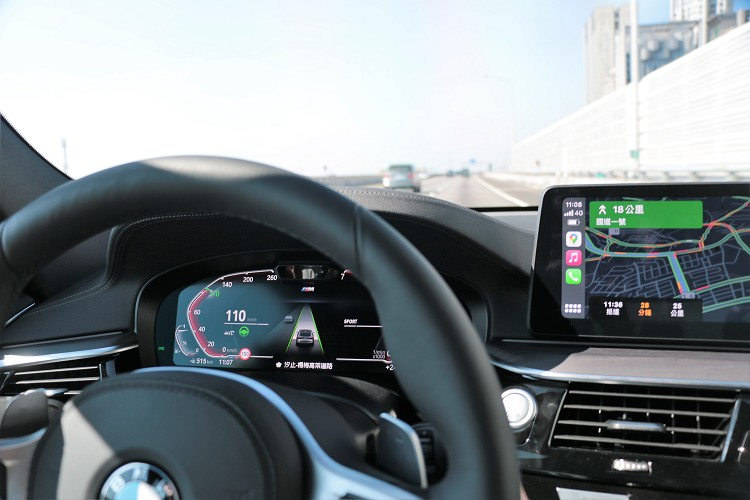 完整標配BMW Personal CoPilot智慧駕駛輔助科技,包括主動防撞輔助系統與行人偵測、主動車距定速控制系統、主動車道維持輔助等功能。