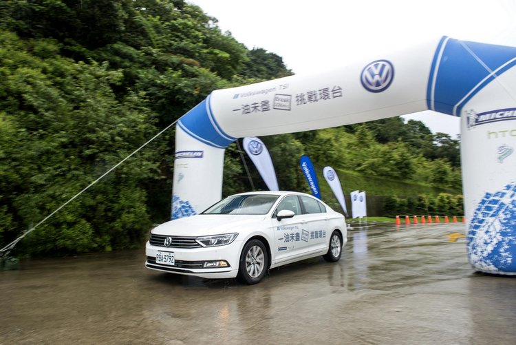 台灣首辦汽油車款環島省油競賽,藉由優異的油耗水準突顯TSI的節能科技。