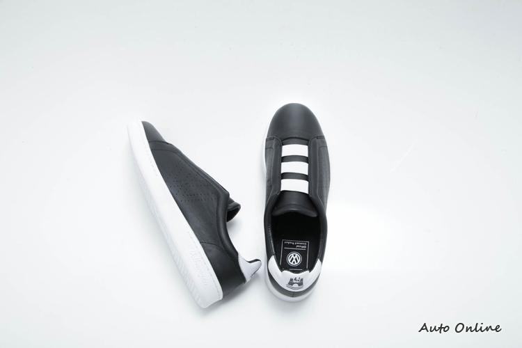 Easy款式採用鬆緊鞋帶,穿脫相當方便。