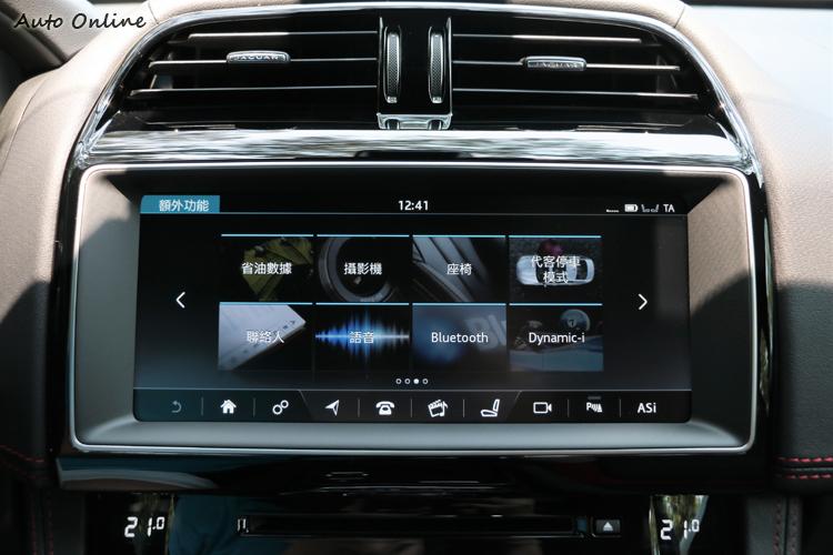 10.2吋智慧型多媒體觸顯示幕,使用介面直覺且成像清晰。