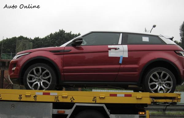 常常在馬路上可看到全新剛出海關的車輛在拖車上,其大部分都是要運去測試認證的。
