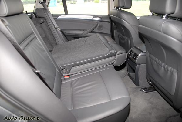 X5座椅有6/4分離可以快速加大行李廂空間。