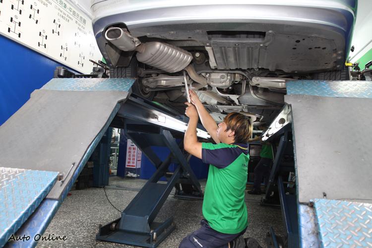 除了價格外,施工技師的專業程度同樣相當重要,畢竟這是攸關安全的調整。