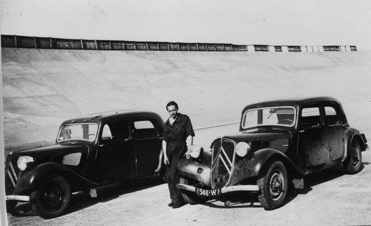 新車發表前的測試階段,由原廠試車手在測試跑道上每天開8小時的車,包括倒車2萬公里、1檔2萬公里、2檔兩萬公里、極速2萬公里!