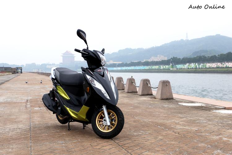 PGO BON 125 ABS 沿用改款前的外觀設計,車身塗裝則增加黑色加青釉綠的配色選擇。