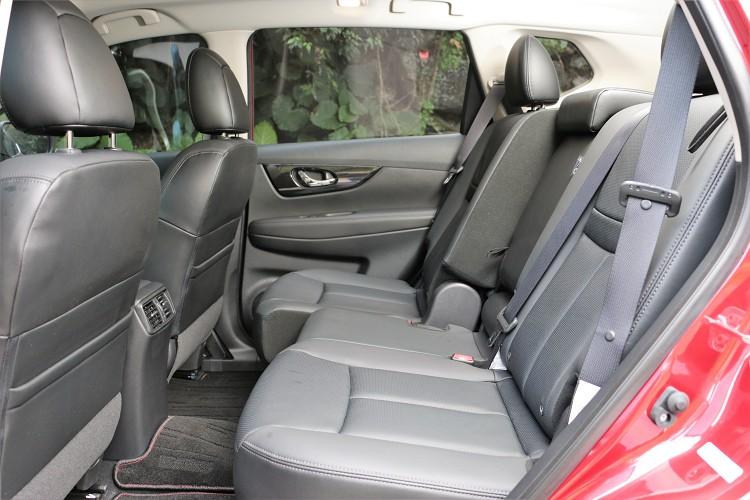 後座椅子前後有192mm滑移空間與椅背角度都能有適度範圍調整。
