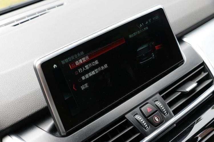 先進的BMW智慧安全駕駛輔助,含主動防撞輔助系統與行人偵測功能、車道偏離警示功能等。