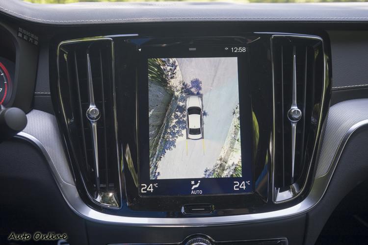 360度環景輔助且車頭有180度視角的攝影輔助。