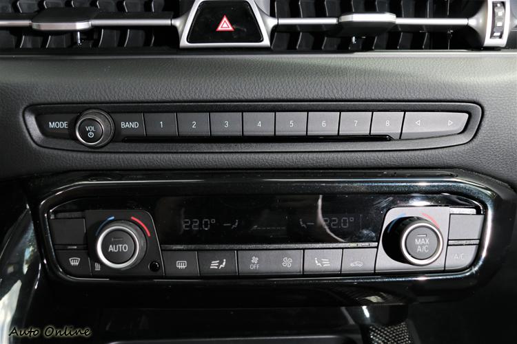 音響、冷氣介面是不是很面熟,如果我不說一定有人會錯認是BMW。