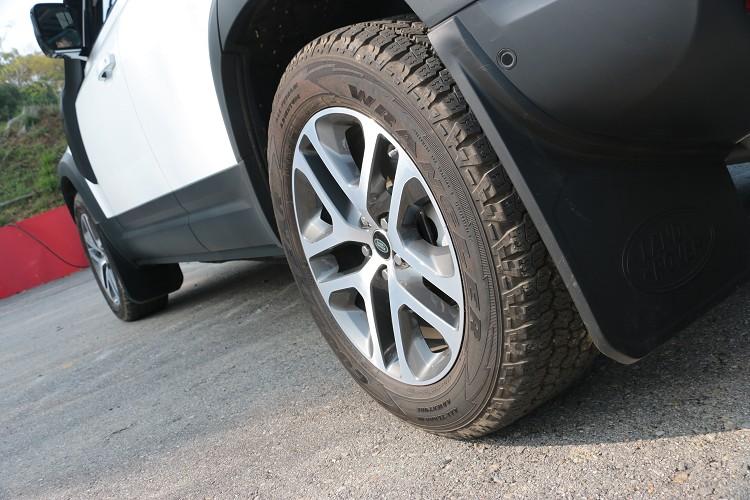 剽悍的經典越野車當然要搭配越野胎,這次標準配備就搭配固特異20吋越野胎。