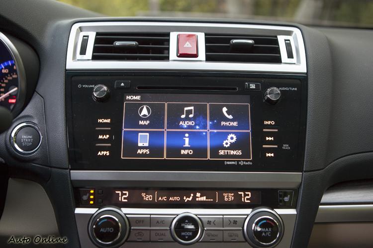 影音系統透過7吋觸控式彩色螢幕來操作,介面設計清爽好判讀。