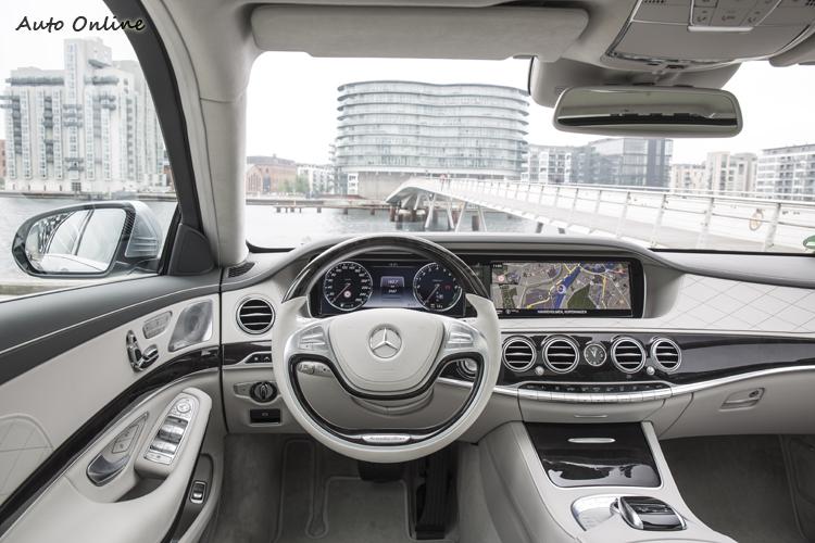 S500 Plug-in Hybrid已經是旗艦車款,該有的安全與豪華配備全上了,大老闆們買一台來自己開開如何?