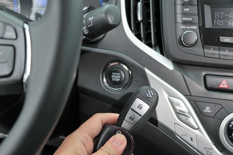 使用方便的Keyless鑰匙放在包包就能解鎖車門以及啟動引擎,省去提著大包小包時找鑰匙的窘境。