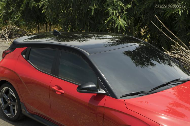 雙色懸浮式車頂。