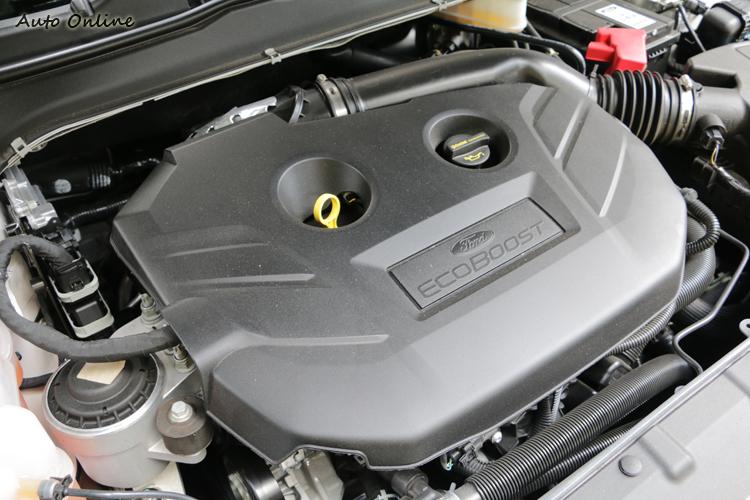 2.0升240hp的動力引擎並未調校出積極的運動特性,仍是偏向平順與舒適。