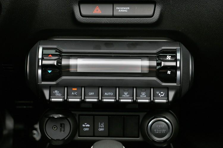 單曲的冷氣恆溫空調對於小車空間相當夠用。