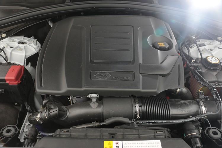 這具2.0升引擎技術相當純熟,可創造出最大馬力249ps/5,000rpm及37.2kgm/4,500rpm最大扭力,整體輸出稱不上強悍卻也不是等閒之輩。