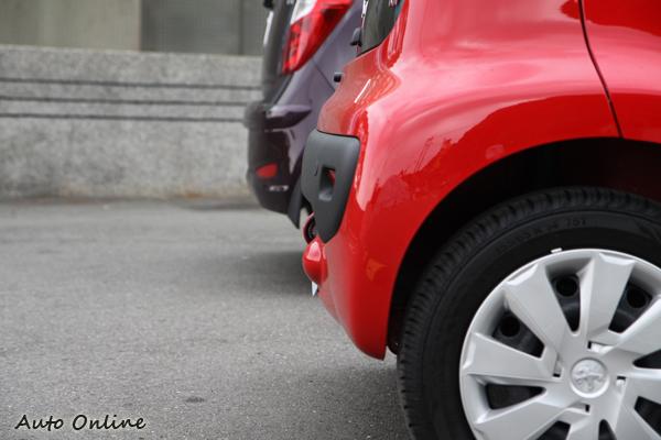 兩車的車長相差13.5公分,體型較大的車反而容易停車?有點出乎意料之外。