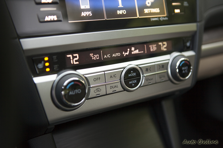 雙區恆溫空調介面,有同步溫調與急速冷房功能。