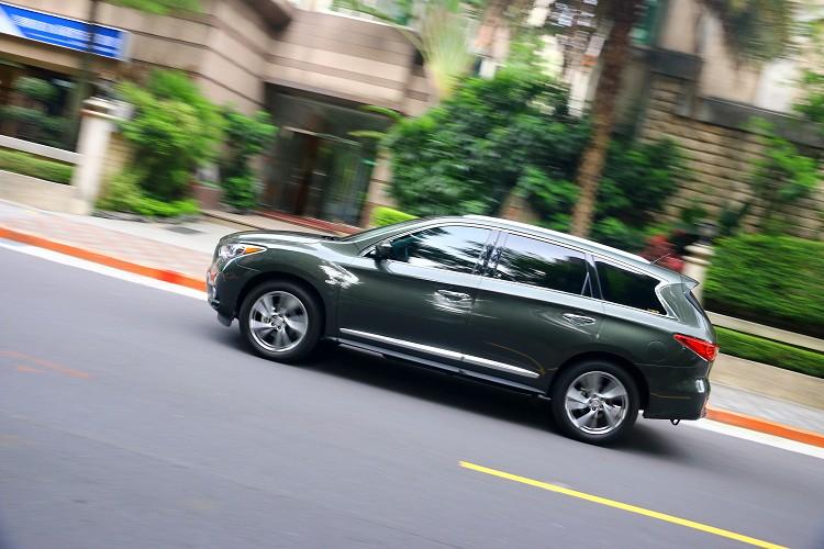 QX60 Hybrid平均油耗14.0km/L,以一輛重達超過兩噸的七人坐豪華SUV,油耗等級達到一級的漂亮成績。