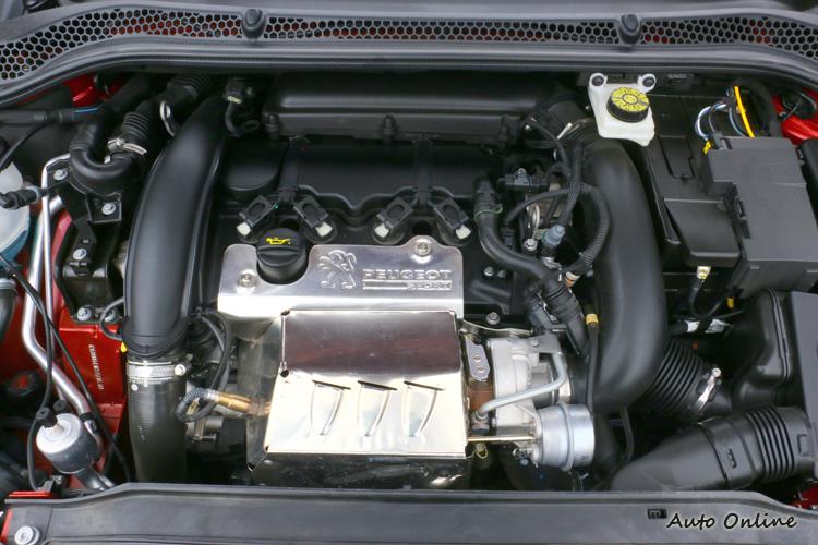 引擎號稱目前1.6升引擎最強動力,最大馬力可以達到270hp。