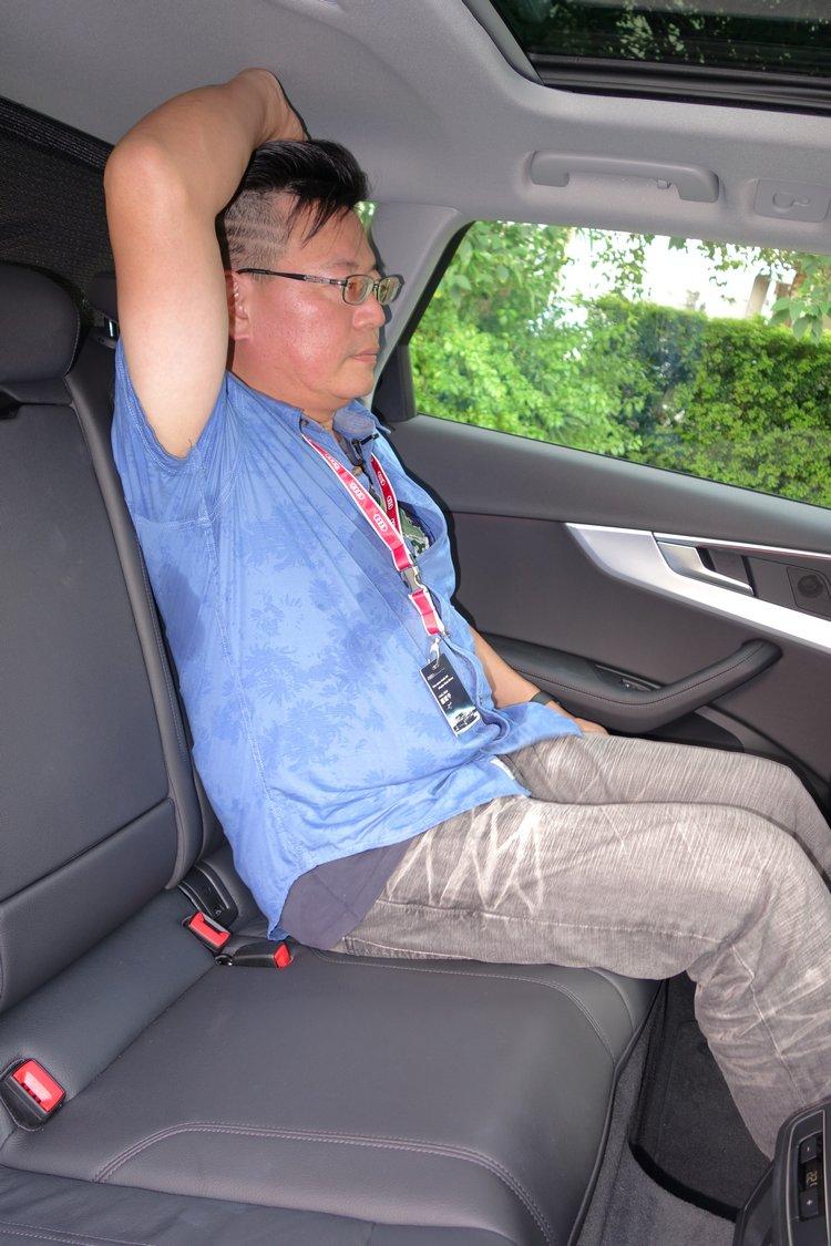 相較於前一代車型,頭部、肩部和膝部空間分別增加24mm、11mm和23mm。