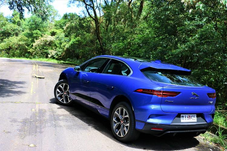 Jaguar I-Pace確實是近期是到最有樂趣的電動車,與標榜日常代步的電動車有很大區隔。