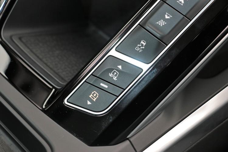 選配氣壓懸吊系統可調整車身高度。