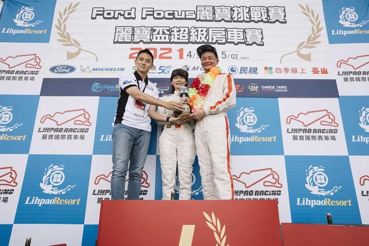 TCR組別,冠軍黃錦章、黃淑妮。
