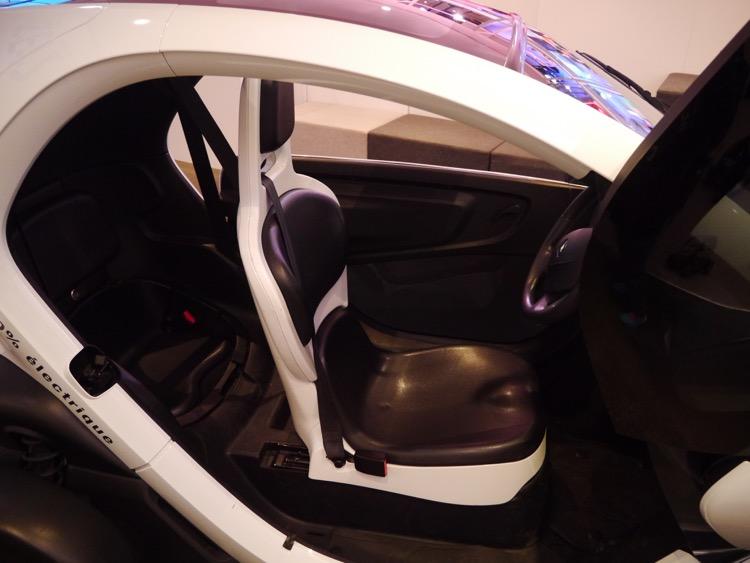 RENAULT Twizy的車門內裝設計都十分簡潔。