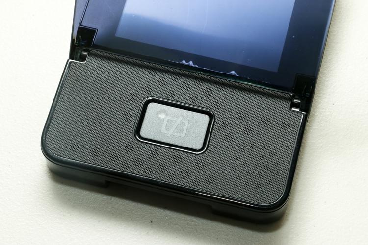 電源鍵具備光感應功能,可自動調節顯示器亮度。