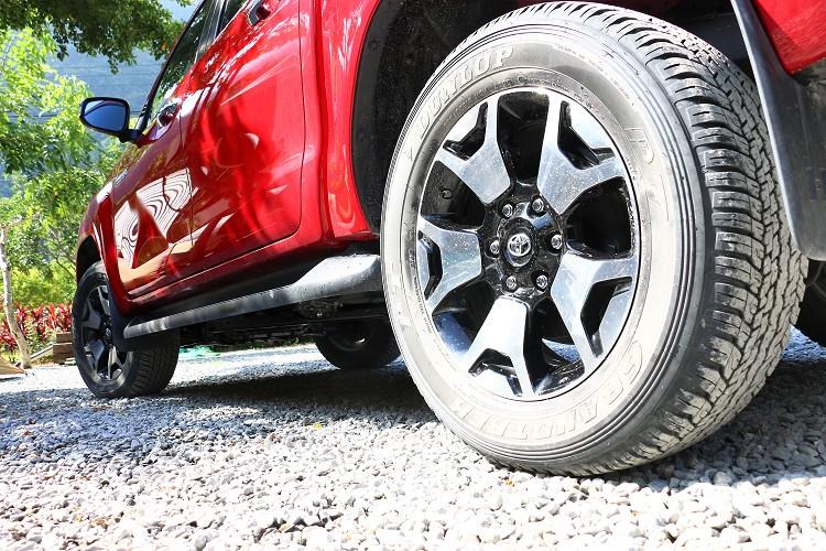 特別選用Dunlop GRANDTREK AT25越野胎,行駛鋪裝路面的輪胎噪音也在可接受範圍內。
